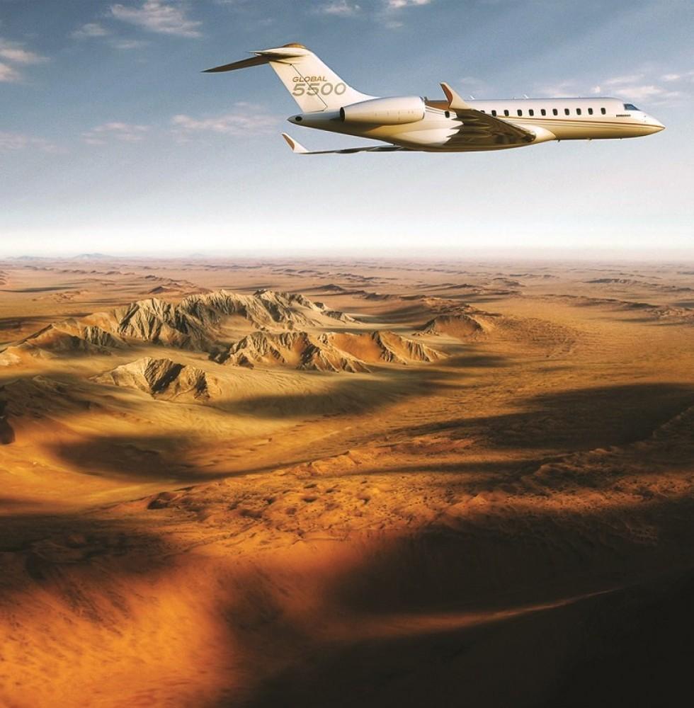 Un Global 5500 vol au dessus du desert
