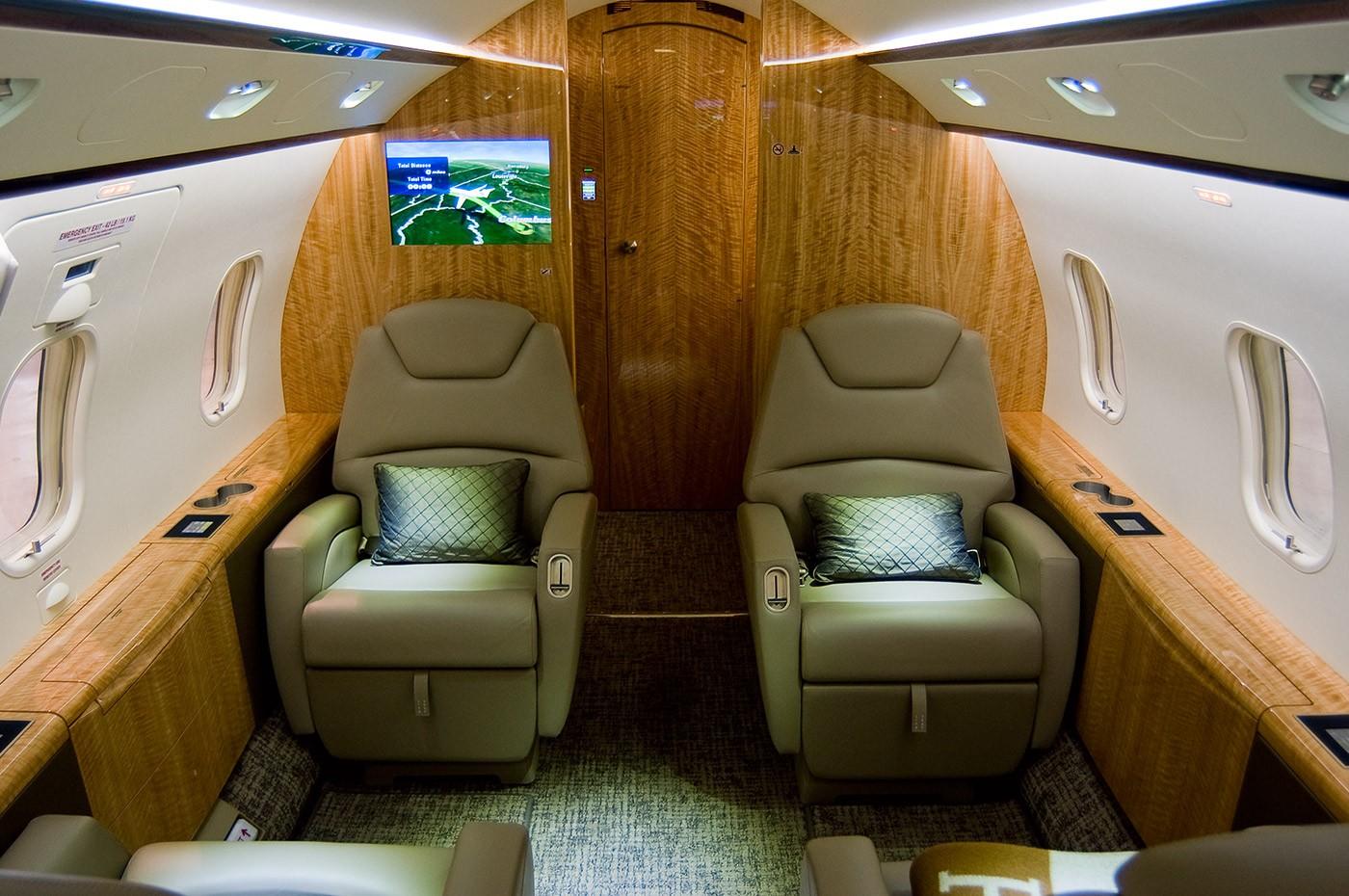 Challenger 300 S/N 20304 cabin 1