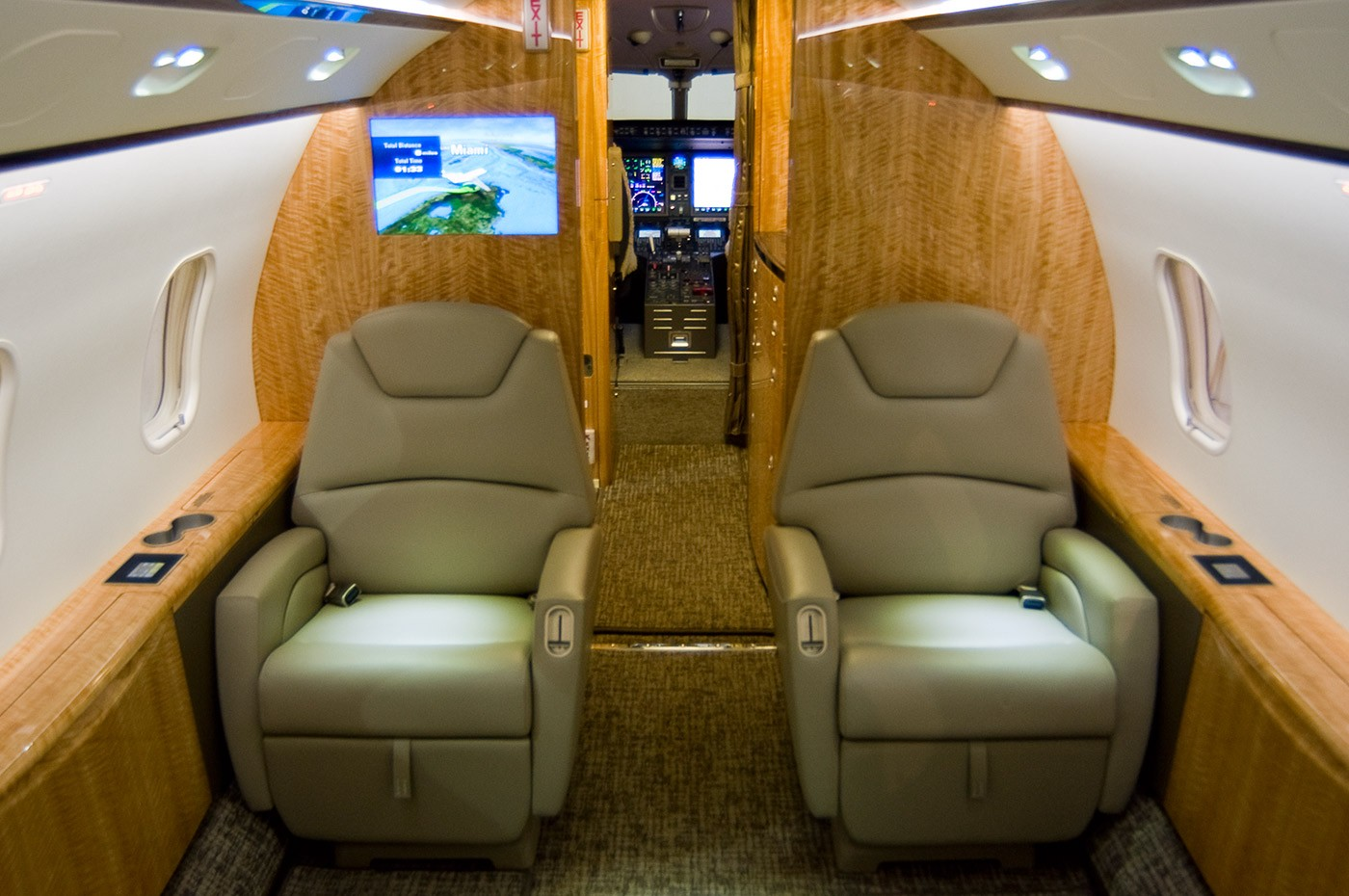 Challenger 300 S/N 20304 cabin 3