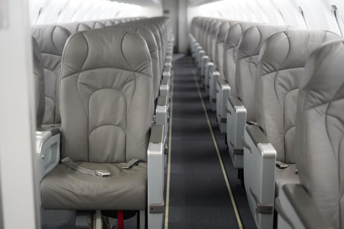 CRJ 700 Aisle View