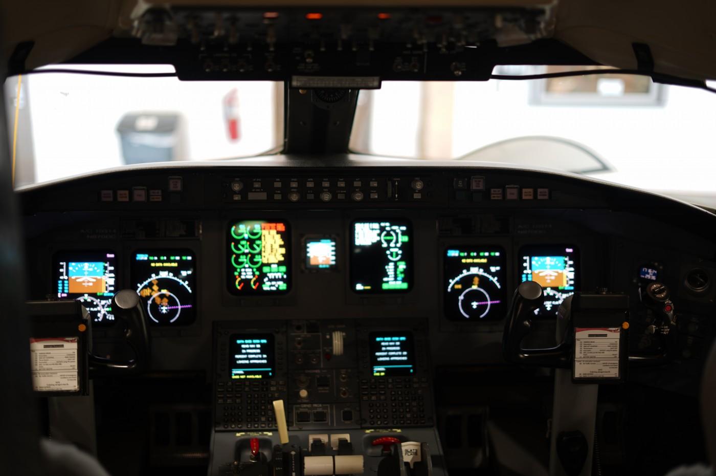 CRJ 700 Cockpit