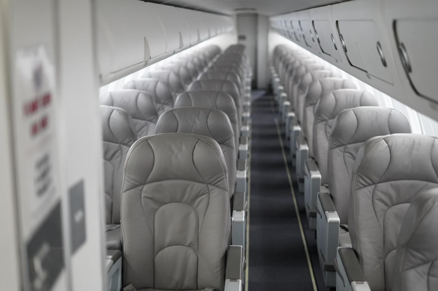 CRJ 700 Cabin