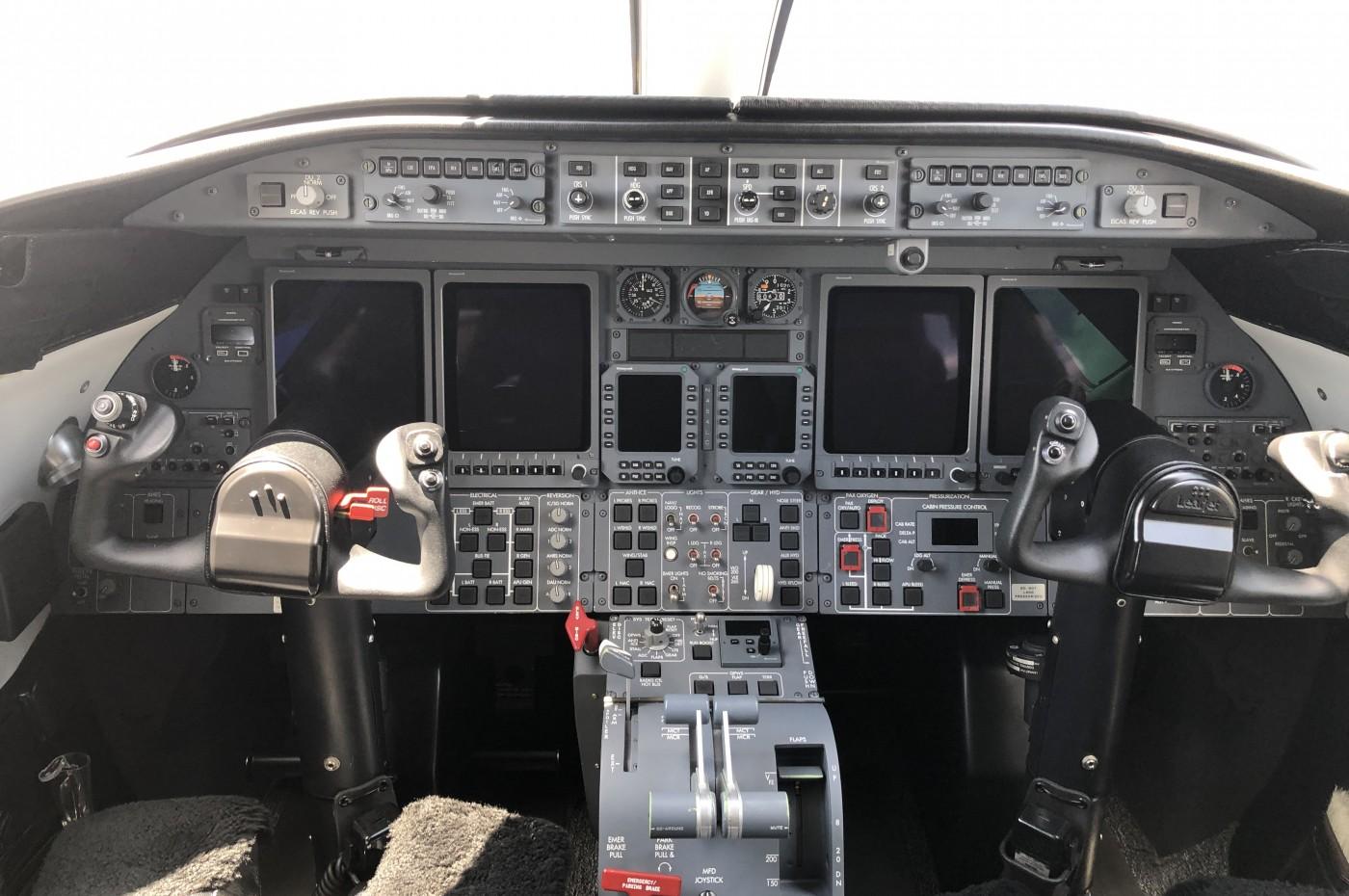 Learjet 45XR Cockpit