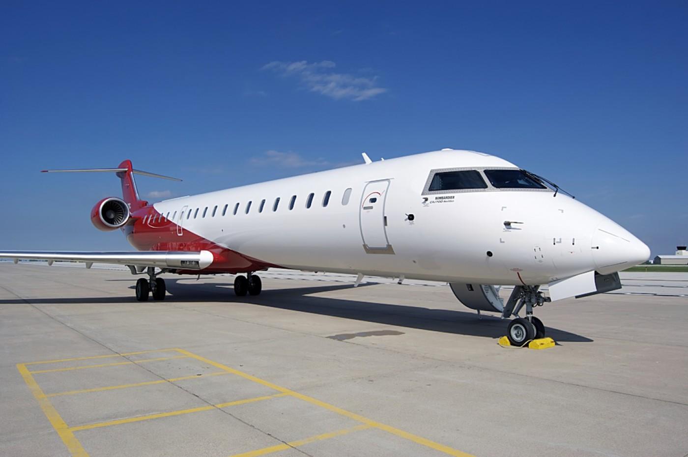 CRJ 700 Exterior