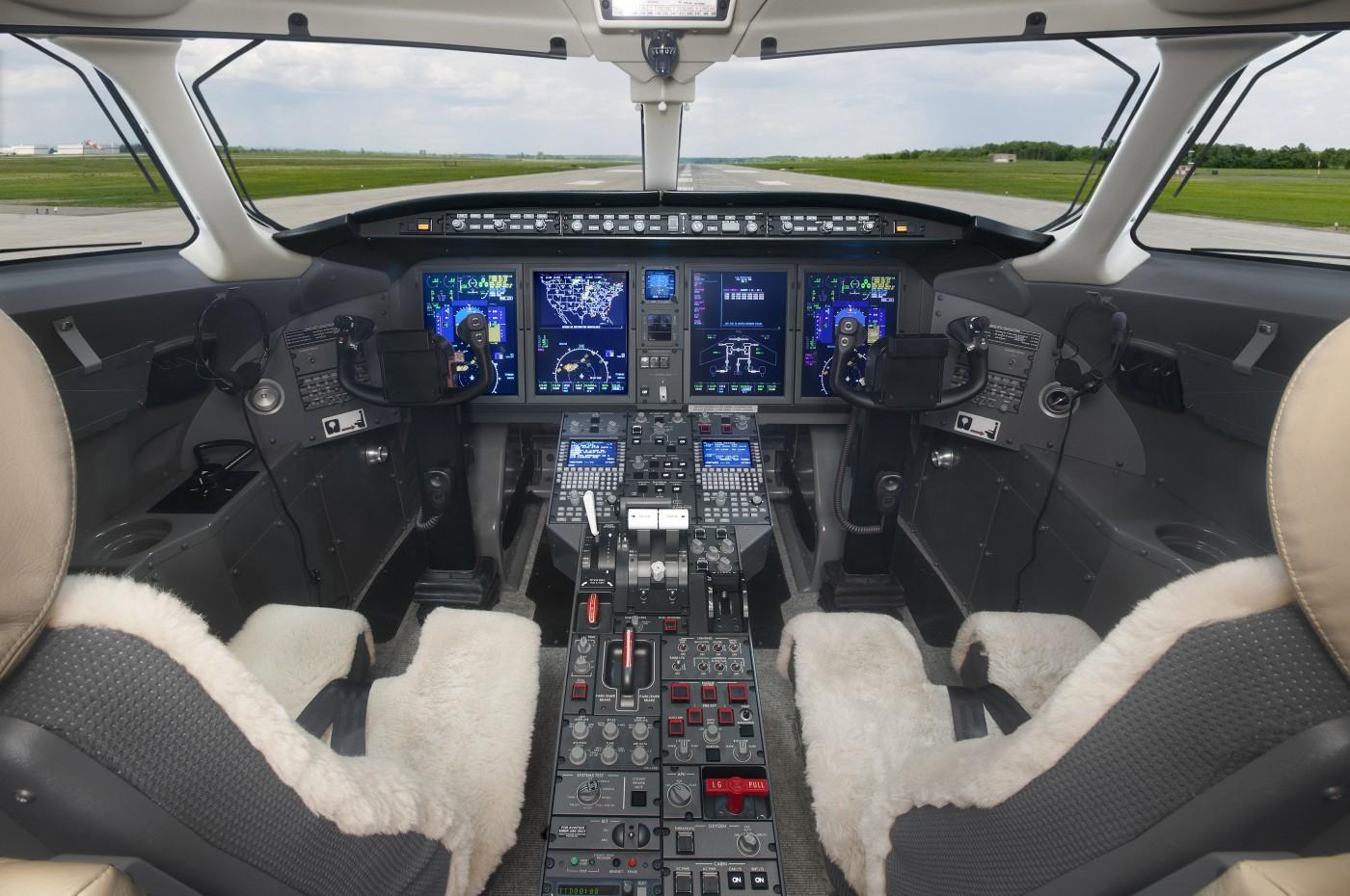 Challenger 350 S/N 20823 Cockpit