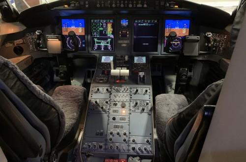 Challenger 605 Cockpit
