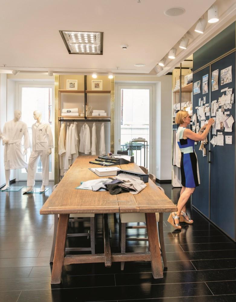 Andrea Warden dans la boutique Frette à Milan