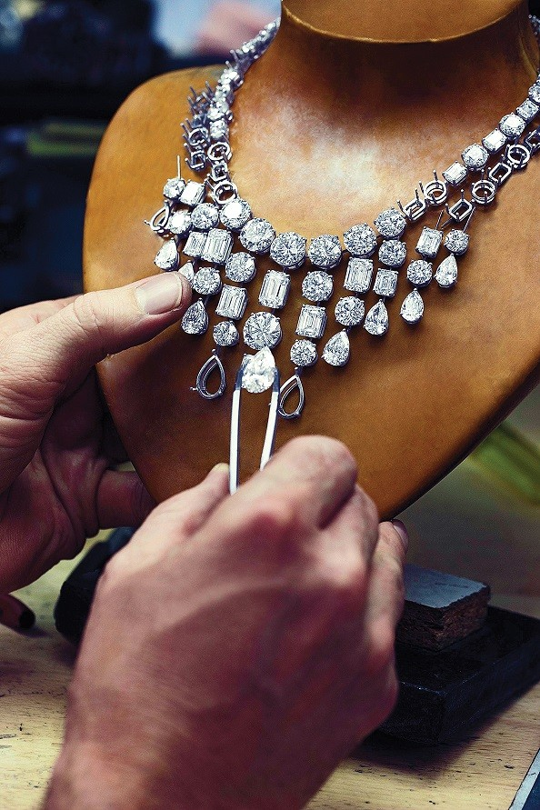 The making of a Graff diamond necklace.